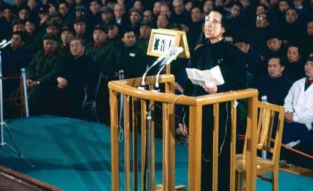 審判四人幫時,此人出庭作證后,令江青變得很老實
