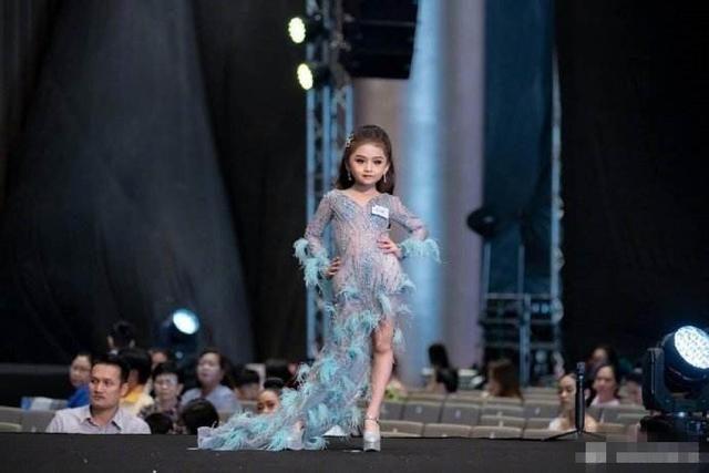 6歲泰國女孩獲選美冠軍,長相卻備受爭議:是好看,卻沒了孩子氣