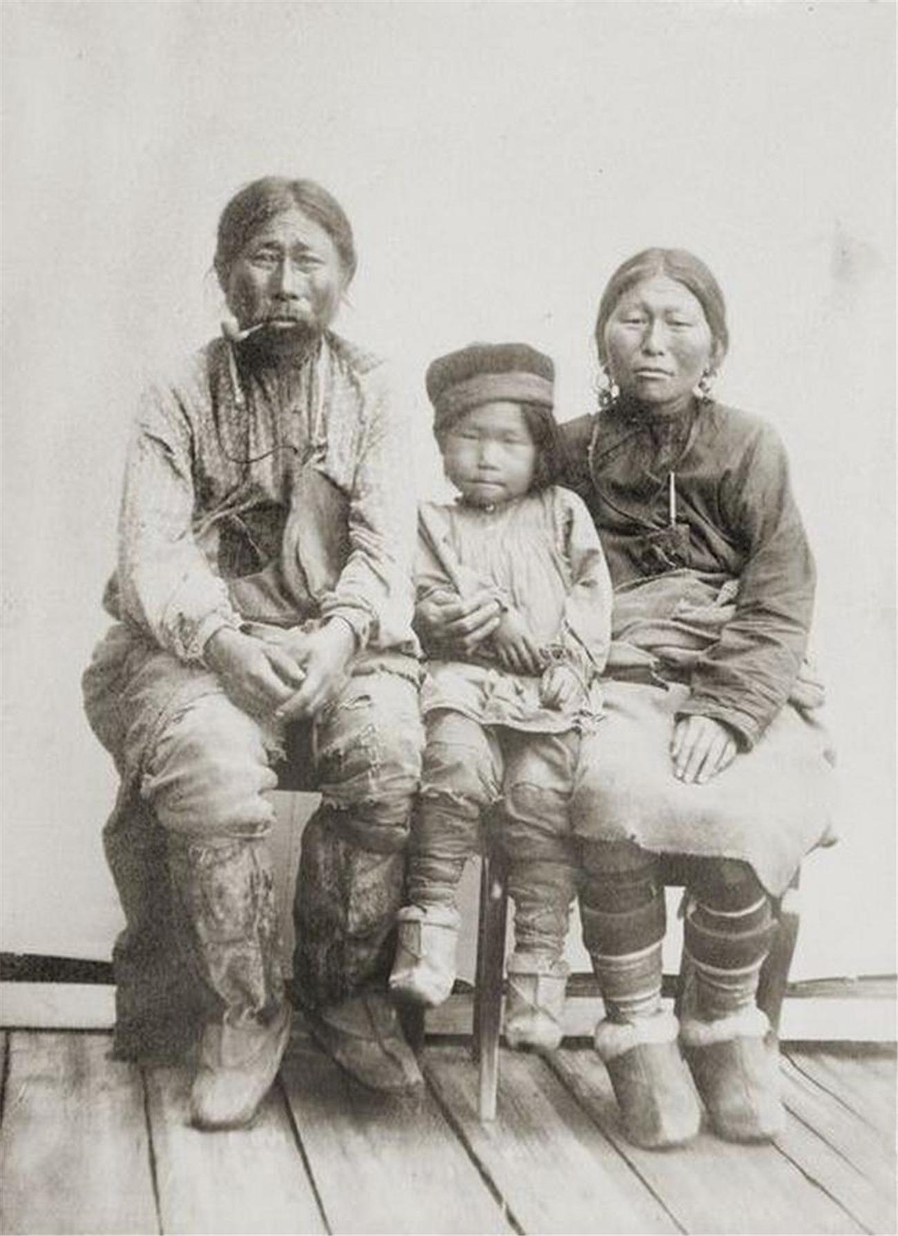 实拍库页岛上的土著:曾是大清国子民,毛发浓密,习俗特殊崇拜熊