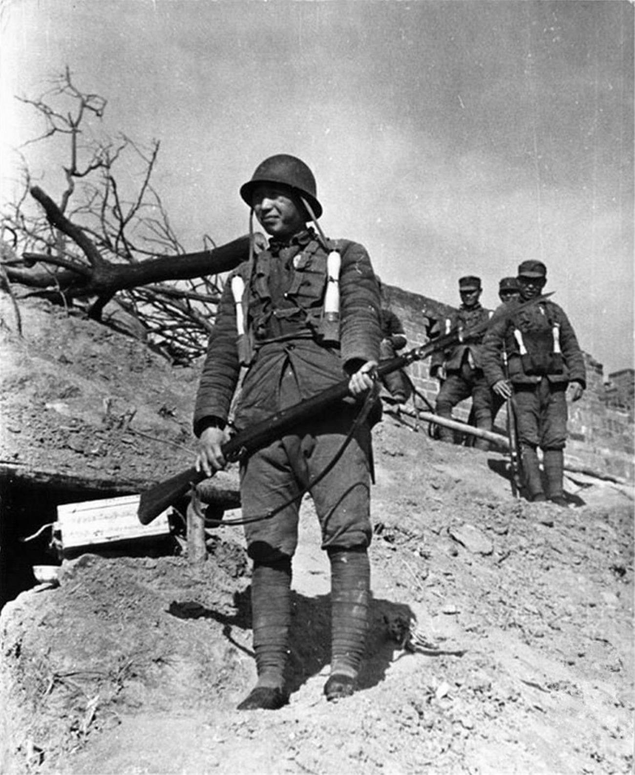 直击台儿庄战役敢死队:战士浑身绑满手榴弹,伤员独自步行去医院