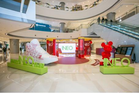 """生来好动 鼠neo有趣!adidas neo和迪丽热巴携手""""米奇""""突袭成都"""