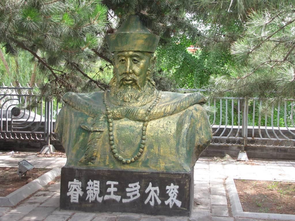 多尔衮是决定清朝命运的关键人物,为何在权力巅峰时不自立为帝?