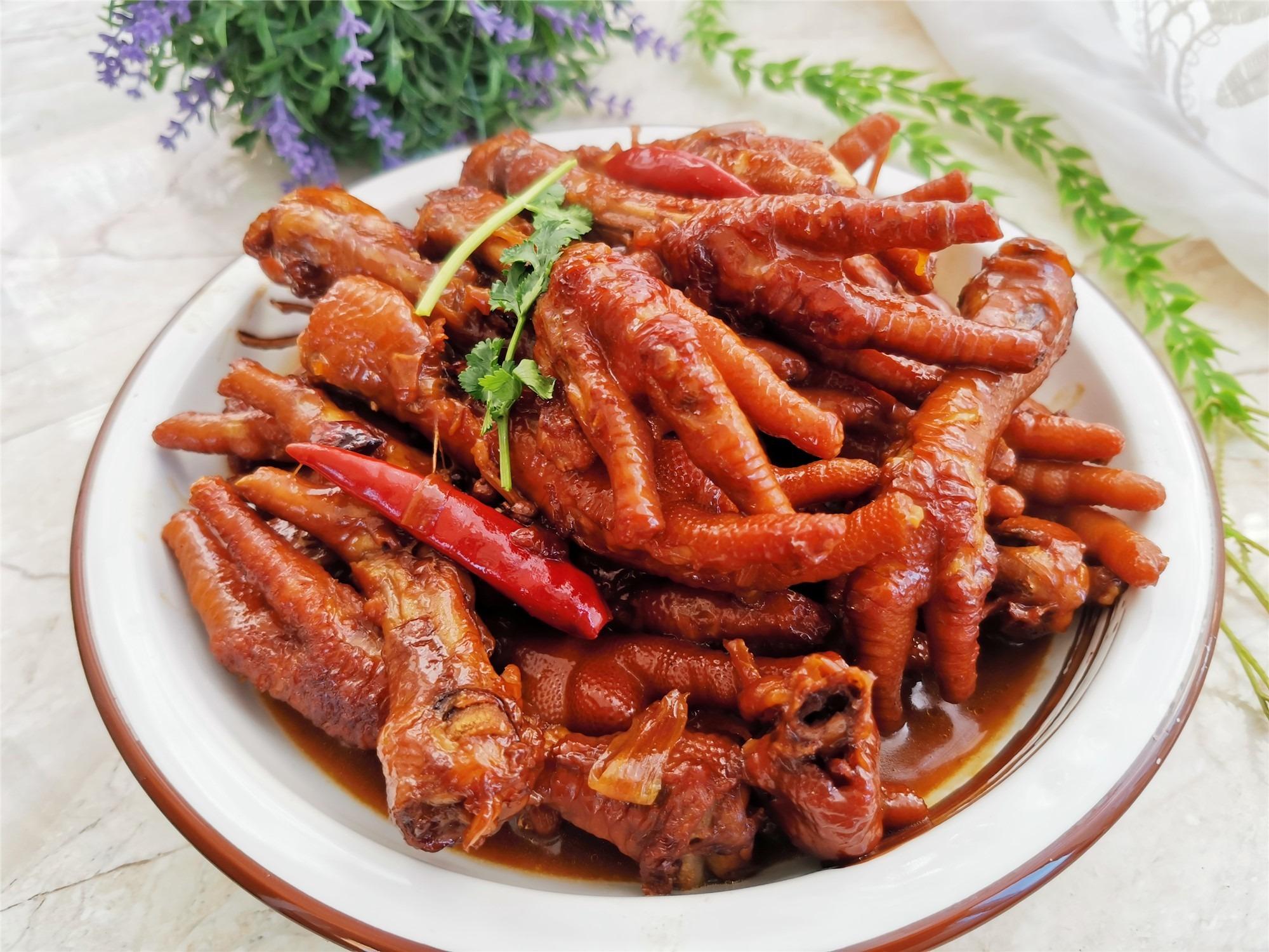 春節家宴下酒硬菜,紅燒雞爪的家常做法,不腥還入味,特別受歡迎