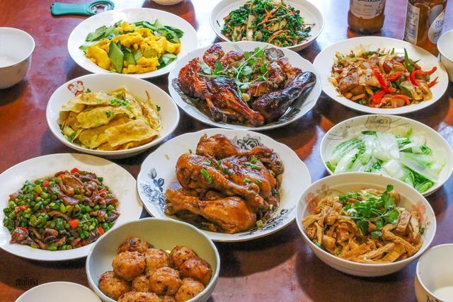 春節弟弟家請吃飯,弟媳做了10個菜,好吃又實惠,合胃口