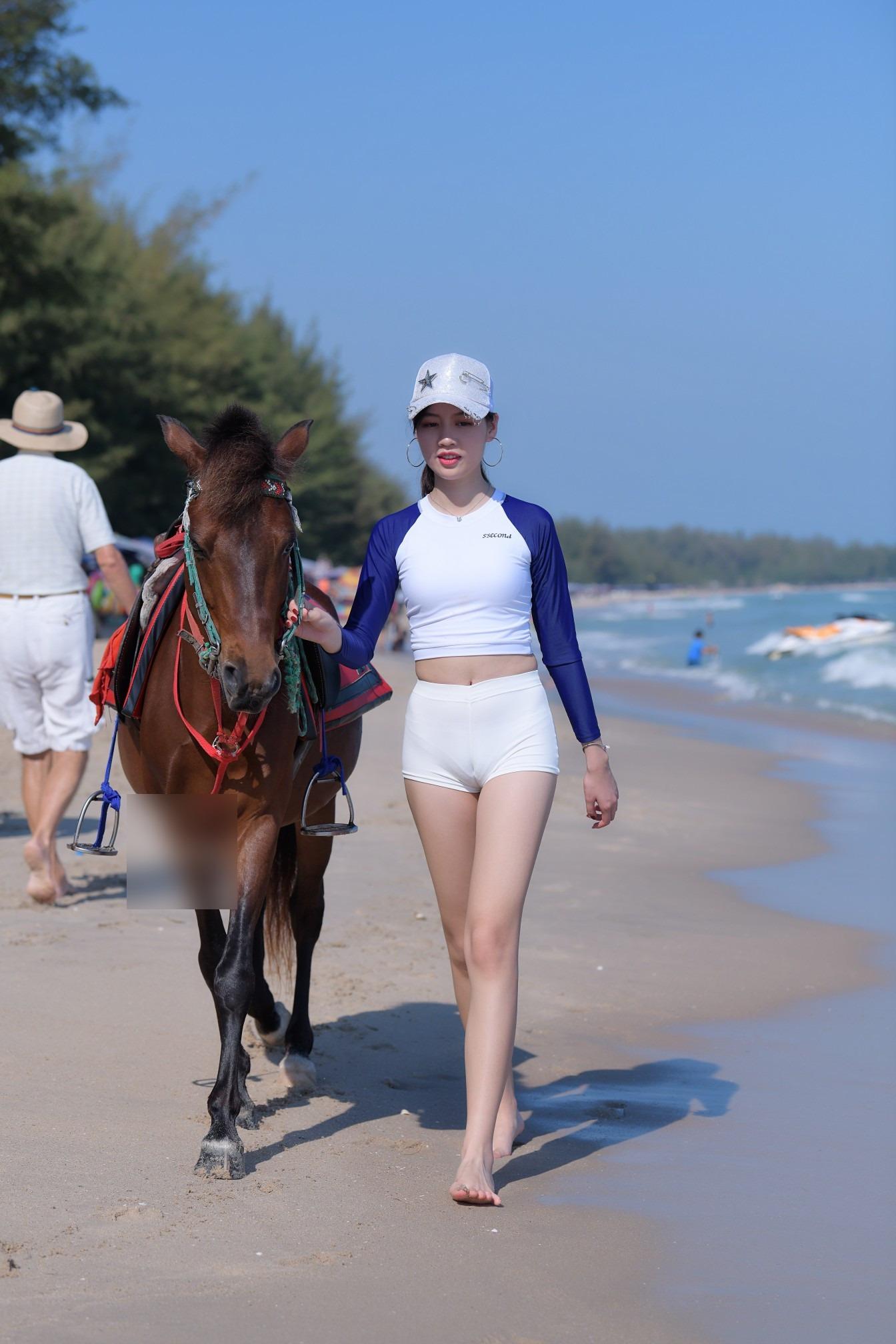 骑姐姐社区_小姐姐海边骑高头大马,超短裤勒得太紧,会不会很尴尬 - 美女 ...