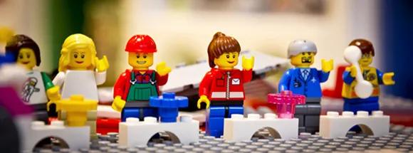 从濒临破产到世界最大的玩具制造商,乐高做了什么?