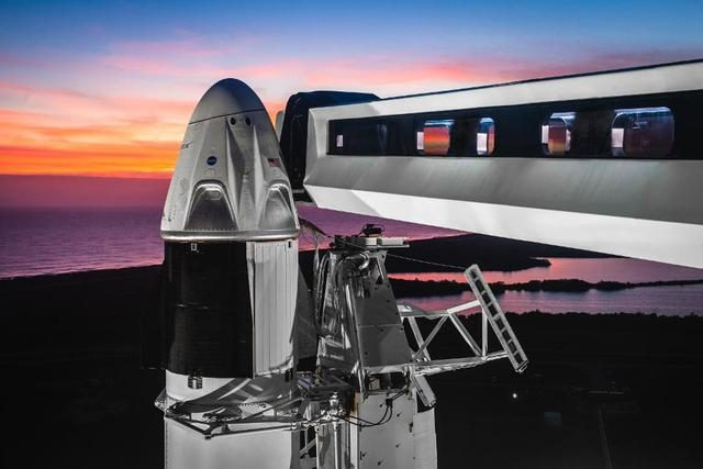 從龍飛船成功發射看航天工業美學設計,豪華內部裝潢並非畫蛇添足