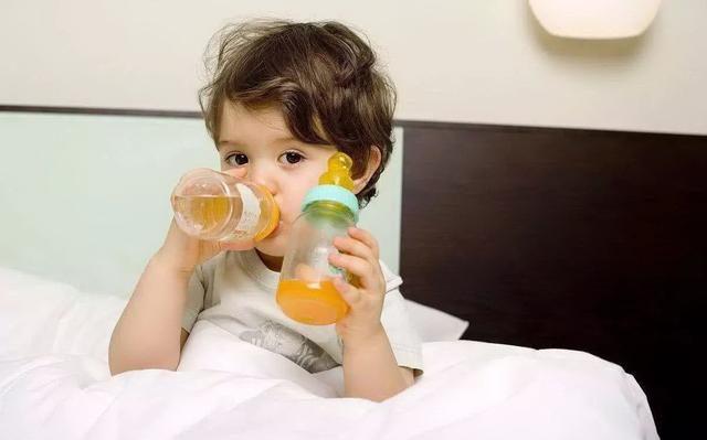 """1歲內幼兒輔食""""黑名單"""",都看似有營養實則挺傷娃,父母別忽視"""