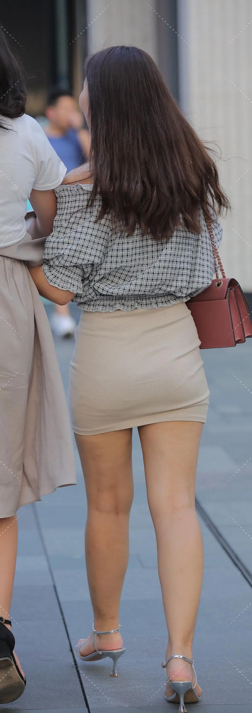 街拍:黑白格子衬衣小姐姐,微胖的精致穿搭 街拍美腿 第3张