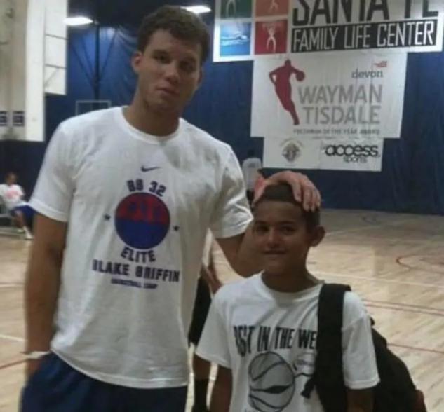 NBA球員小時候照片,給你提示你能認出多少?認出15人是資深球迷