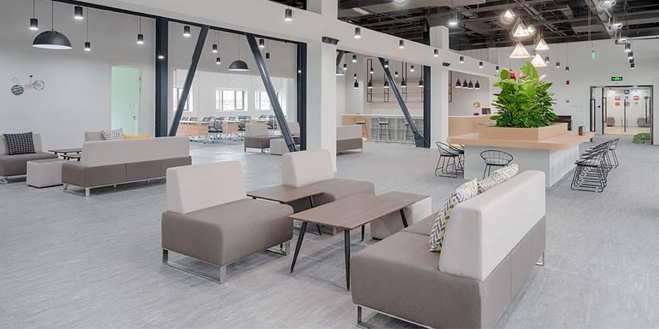 如何在40平方办公室装修中摆放合理的沙发位置?