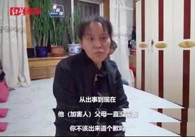 8歲男童電梯被綁走毆打,打人男孩奶奶跪求原諒︰他還是個孩子啊