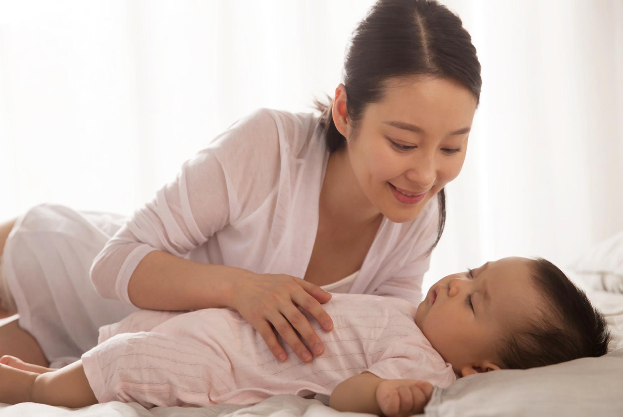 """娃一抱就著一放就醒?哪有天生小""""睡渣"""",是新手媽媽沒摸清門道"""
