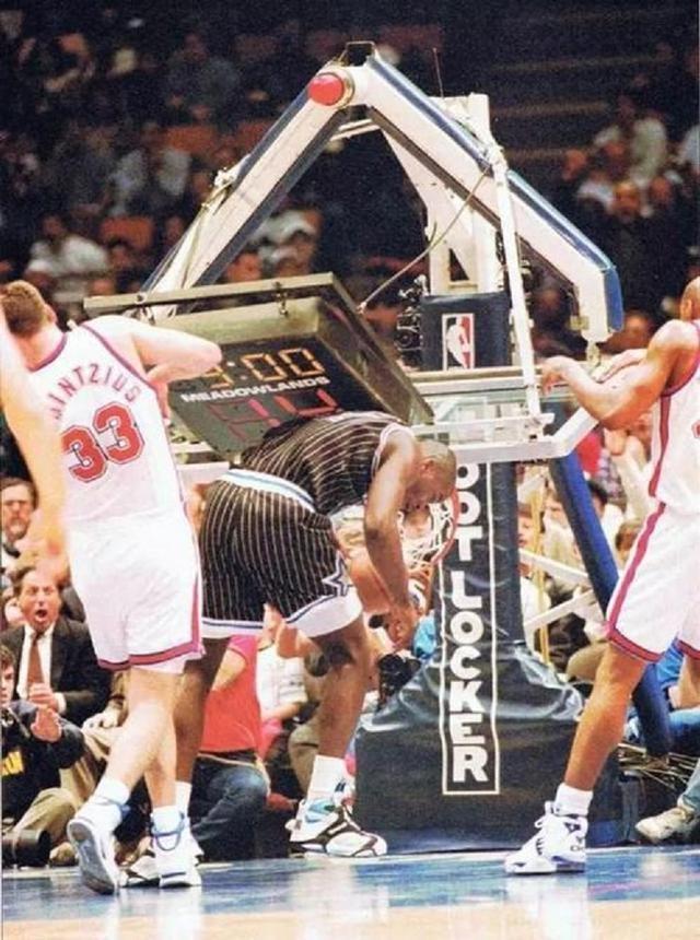 其實真正能證實摸到籃板上沿的,沒有卡特麥基和狼王,奧胖是贏家