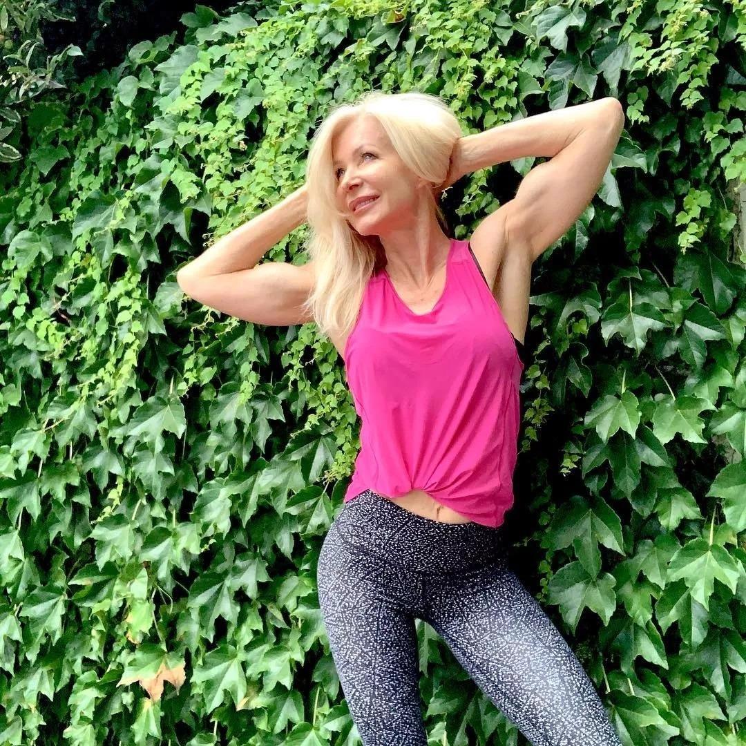 健身16年的澳洲奶奶,身材苗條肌肉感十足,63歲似少女
