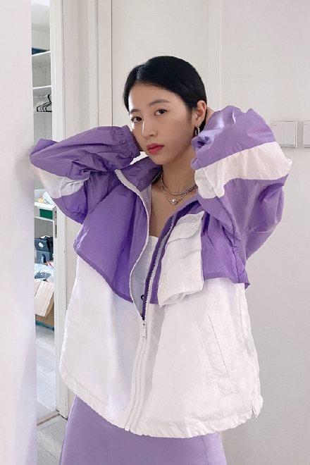 寶藏女孩周雨彤真時髦,潮流穿搭令人心動,不愧是時尚界的翹楚