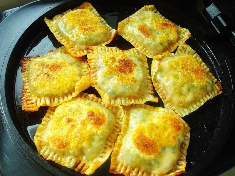 一个馅饼两种味道,酱香味浓,有肉有菜,专治夏天没胃口