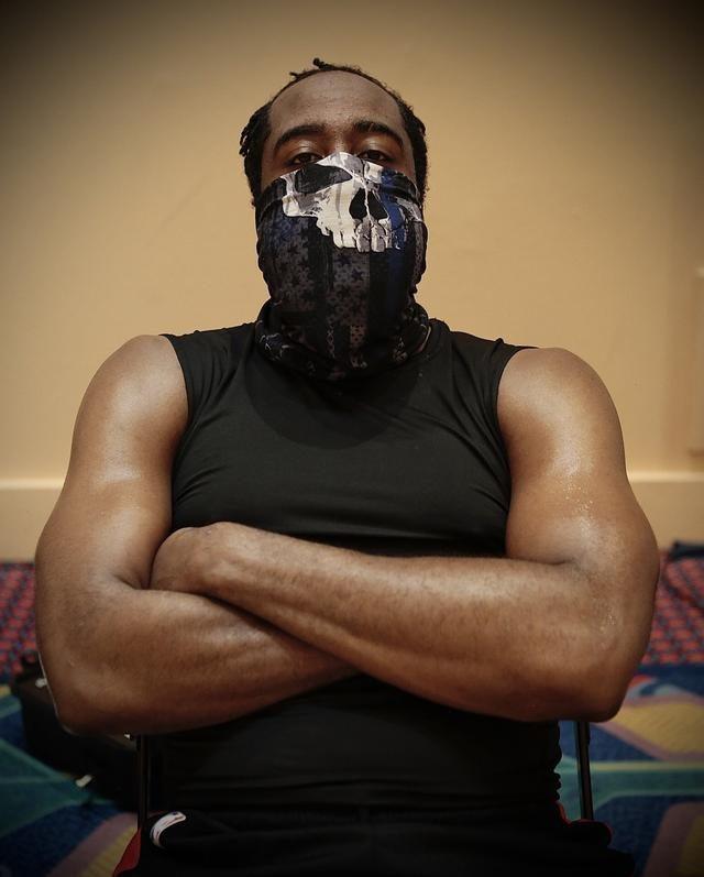 哈登沖上美國熱搜!超大口罩引爭議網友怒了,這次大胡子添麻煩了