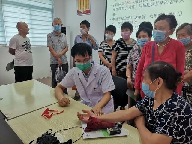 郑州市九院大夫进社区为中老年人分享夏季中医