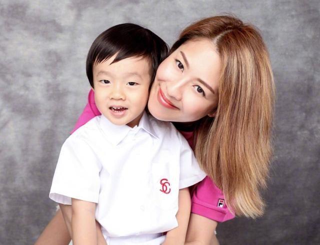 父親因肺癌離世,陳敏之15歲便出道賺錢養家,苦熬二十年仍是配角