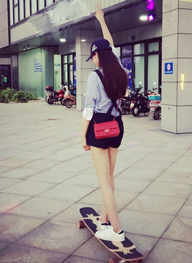 沈夢辰潮流打扮現身機場,宛如18歲少女