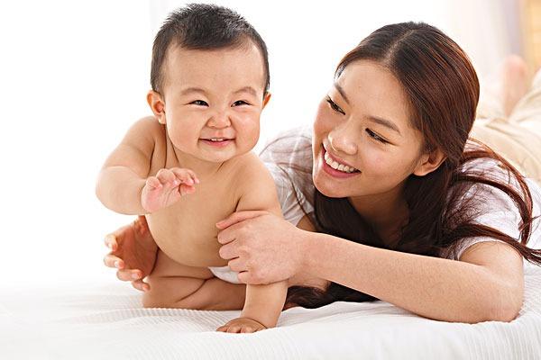 跳過爬直接走的寶寶,大腦發育有問題?美國兒科學會告訴你真相