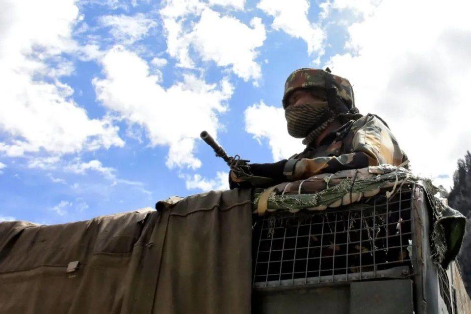 """戰爭一步之遙?印度借口解放軍""""陳兵5萬"""",正加緊向邊境增兵!"""
