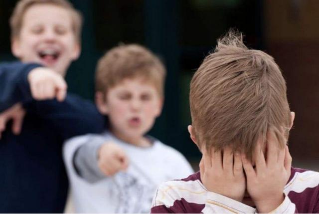 孩子被欺负,父母要出头吗?掌握技巧别硬来,不要有理变无理