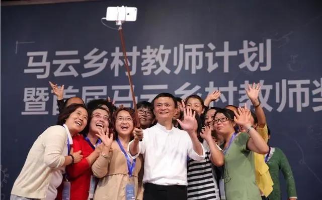 """馬雲的退休生活︰投身教育做公益 還和王菲連麥""""飆歌"""""""