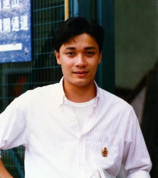 TVB男星棄發妻娶小12歲嬌妻,卻讓前妻配合洗白,今帶貨顯老態