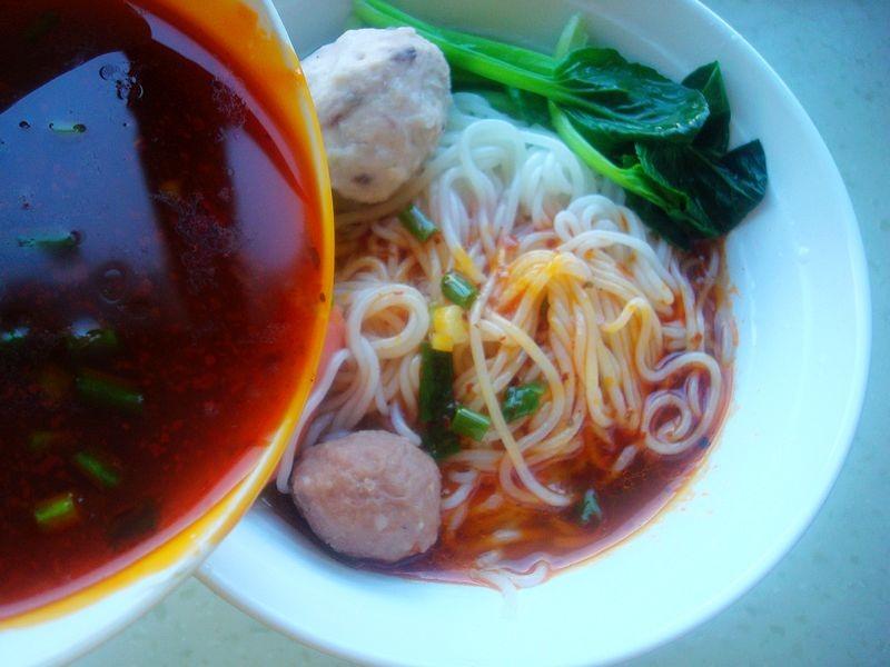 寒露后,我爱上这碗酸辣米线,爽口开胃,暖身暖胃超简单