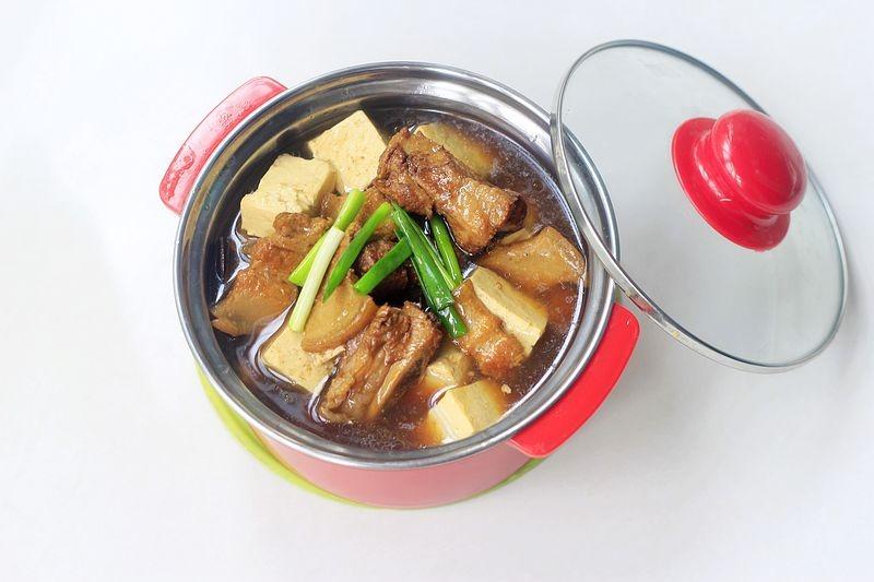 豆腐这样一锅炖出来,比肉好吃,贴秋膘比牛羊肉都好,省钱省事