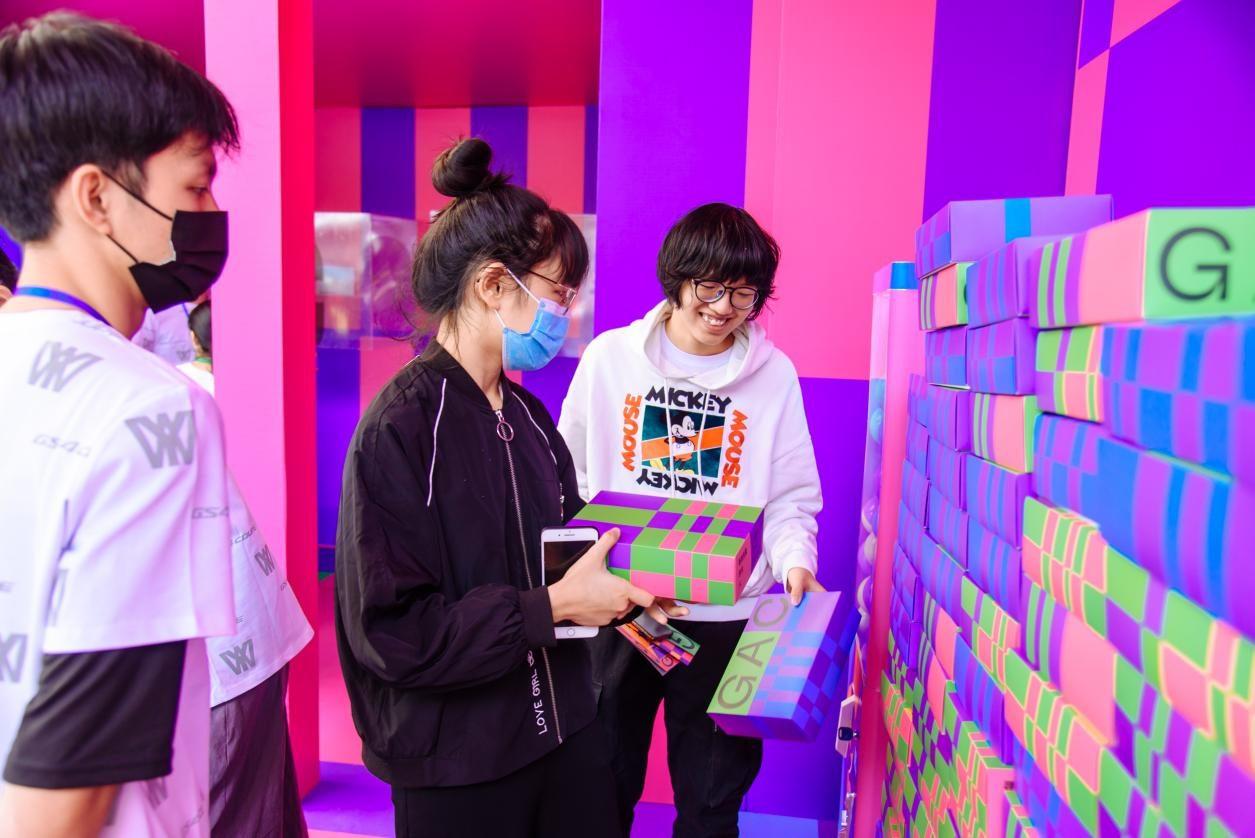 巨型创意盲盒活动狂欢开始 3000 份礼物惊现校园-图2