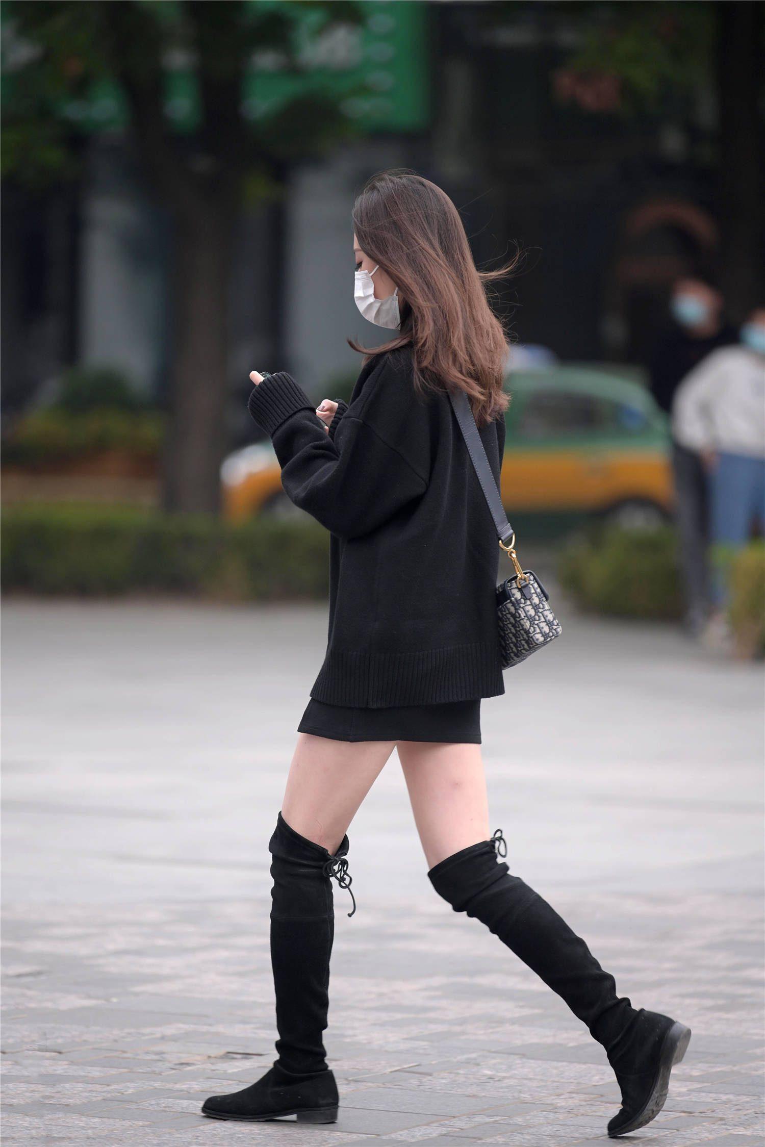 初冬時節的搭配,還是以長靴為主,簡約又富有層次