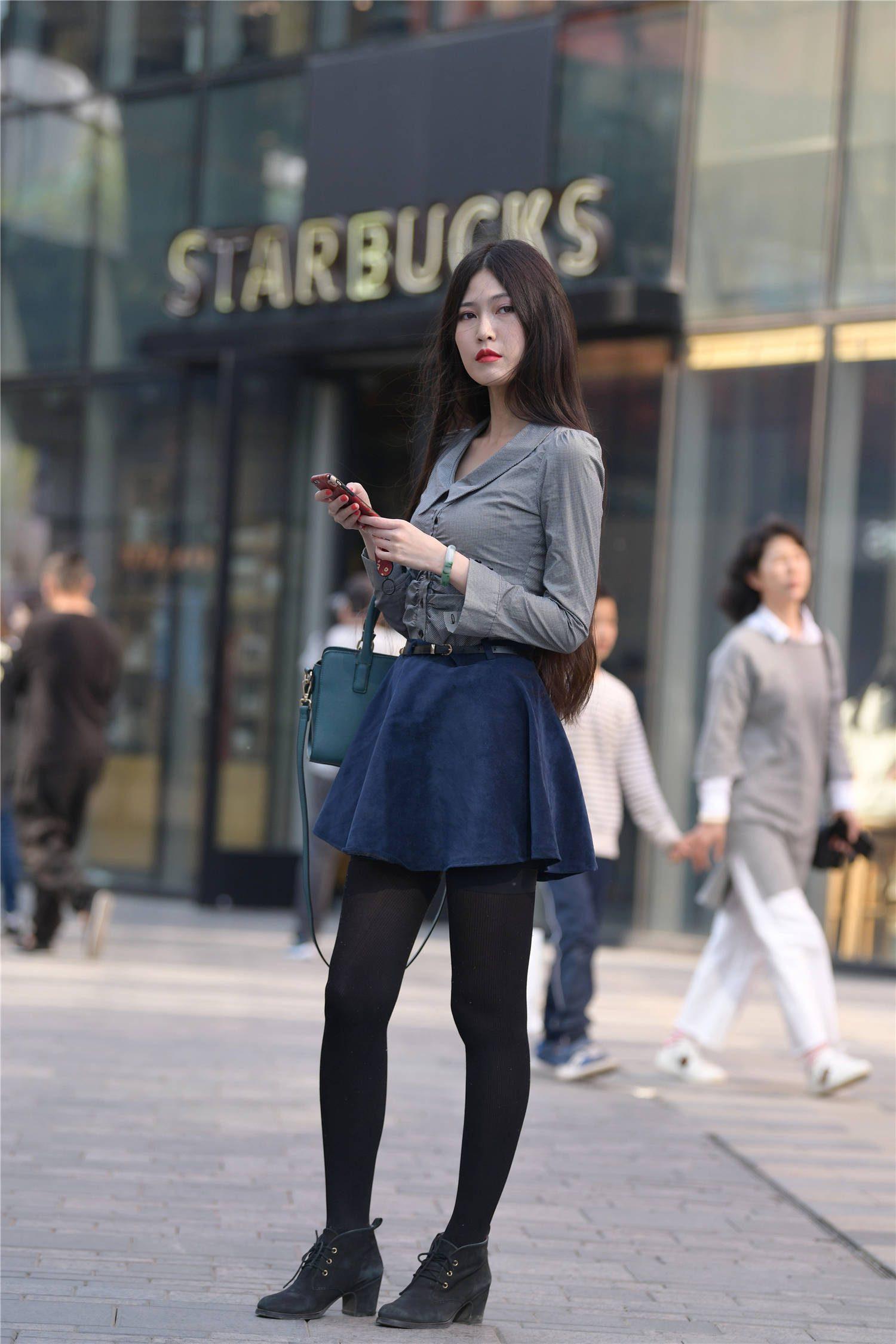 秋冬時節適合穿搭打底褲,選擇短裙來搭配,是不是會更好一些?