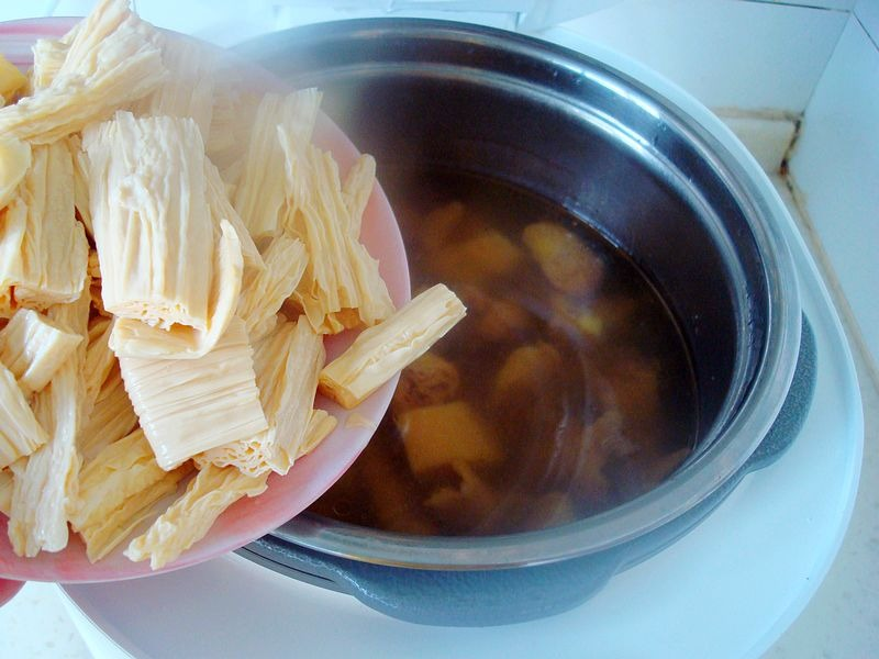 下雨了,来个懒人菜,一锅出来,暖身暖胃,又能助消化  - 美食,菜谱