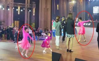 馬伊琍12歲女兒比賽被拍!和男舞伴合作顯拘謹,一雙長腿又細又直