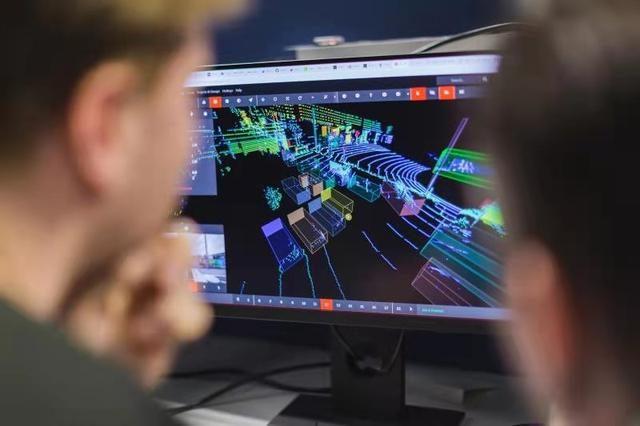 安波福在智能汽车架构上推出了新一代ADAS平台和区域控制器