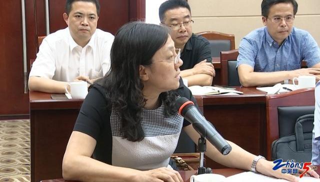 市委十二届六次全会分组讨论《工作报告》