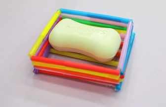 用吸管制作一個肥皂盒