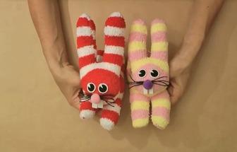 如何利用襪子做一個可愛的小兔子