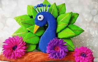 廢紙板DIY五彩斑斕的孔雀裝飾