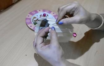 用雪糕棒和舊光盤片制作漂亮的風鈴門墜
