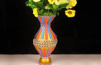使用废塑料瓶做一款美丽的手艺花瓶