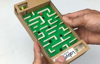 使用硬紙板自制手機大小的迷宮游戲機