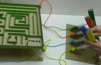 手工DIY制作的紙板桌面游戲機