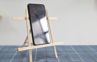 怎么用免洗筷制作免費手機支架
