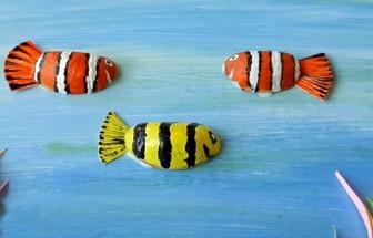 開心果殼制作熱帶小魚裝飾畫