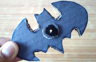 教你DIY蝙蝠俠指尖陀螺