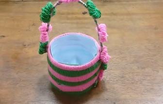 手工制作好看的塑料花籃